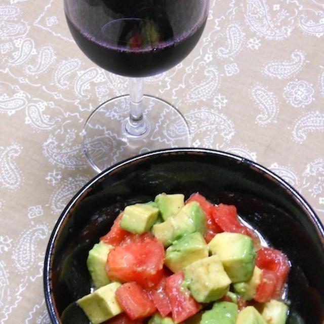 ワインに合うおつまみがあと一品欲しい〜!とき、アボカドとトマトのちょっと和風なサラダ。