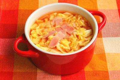 子供がよろこぶ「やわらかキャベツのスープ」の一番簡単なレシピ。野菜不足はスープで解消!