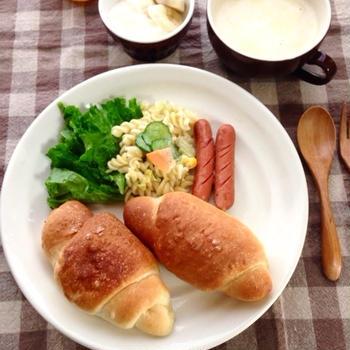 塩バターロールで朝ごぱん*