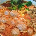 高野豆腐で量増し♪高野豆腐肉団子のトマト鍋