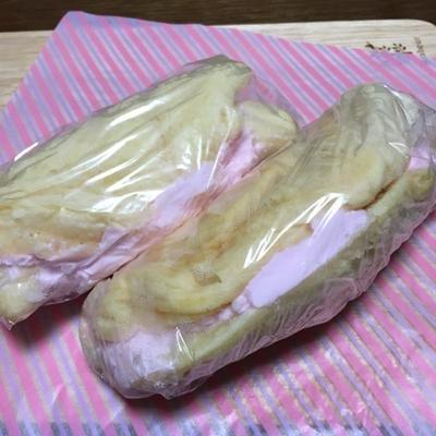 ホットケーキミックスとヨーグルトで作る♡桜色クリームの「丸ごとバナナオムレット」