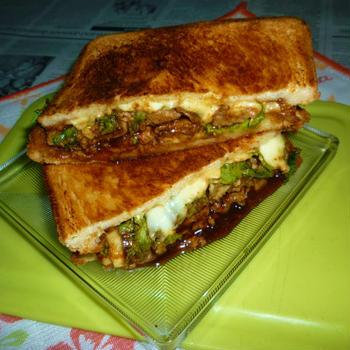 豚ロースとわさび菜のホットサンド