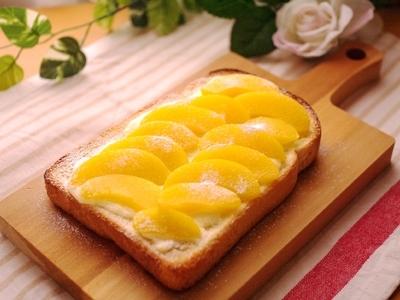 桃缶と塩糀で☆とろ甘味デザートトースト
