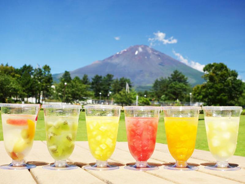 富士のふもと「御殿場」の水を使用し、ごろっとした大きさのフルーツをゼリーに閉じ込めた一品。クラウンメ...