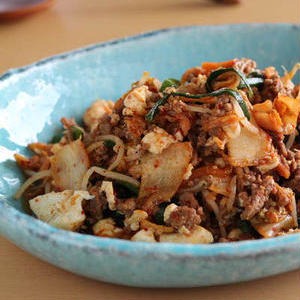 手軽にボリュームアップを実現♪「豚キムチ×豆腐」のおすすめレシピ