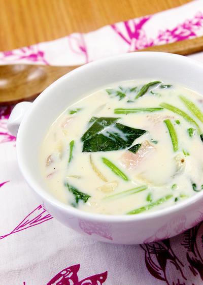 季節の変わり目にオススメ♡『ほうれん草のクリームスープ』