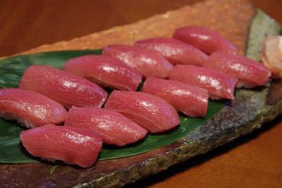 天然本マグロ と ウニのお寿司