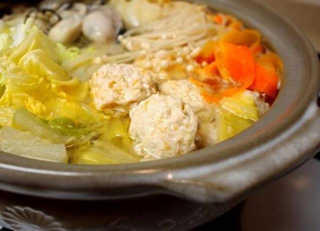 牡蠣と肉団子の白菜鍋