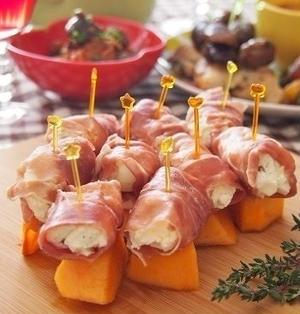おうちバル♪ 柿と胡桃チーズの生ハムピンチョス