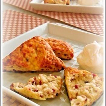 クランベリーとチーズのスコーン