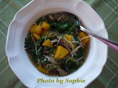 スクワッシュときのことケールのスープのレシピ
