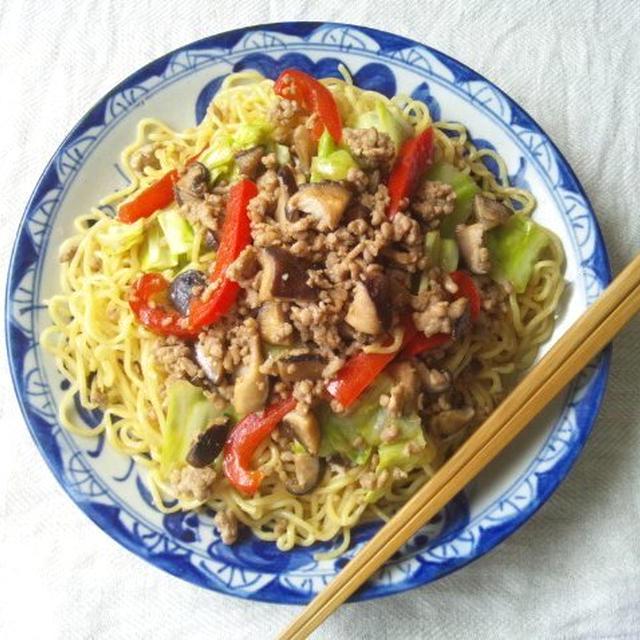 椎茸&豚ひき肉、キャベツのオイスターソース炒め →を使った焼きそば