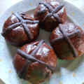 イースターの代表的な食べ物 ホットチョコクロスバン