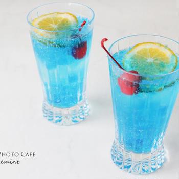 素敵なクリスタルグラスで乾杯!輝きが美しいドリンクを