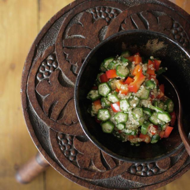 オクラとキヌア、赤ピーマンのサラダ