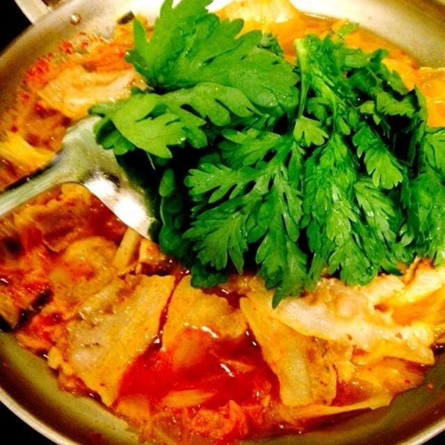 手作りスープでチゲ鍋