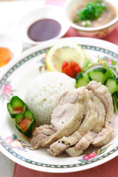炊飯器でパパっと作る海南鶏飯(チキンライス)