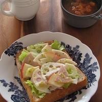 柚子胡椒風味♪ 蓮根と林檎のサラダでオープンサンド