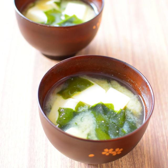 ほっとする味。豆腐とわかめのみそ汁のレシピ