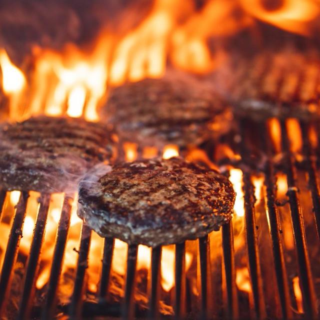 ジューシーな肉だねを作るコツ2つだけ! 肉だねを作った時点でもう味は決まっている?