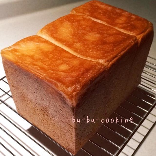 リビング中がパンの香り〜♡久しぶりプルマン焼いちゃいました♡