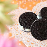 ホワイト生チョコをオレオに挟んだら、美味しいに決まってる!