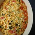 ズッキーニとトマトとガルバンゾーのオムレツ