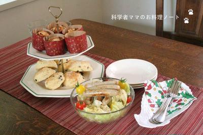 クリスマスイブのランチ~シナモンリンゴロールとチョコチップスコーンで☆
