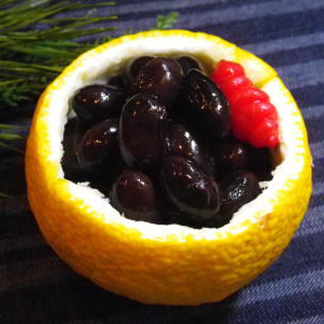 おせち料理『黒豆』は、まめに健康に働くという縁起食材