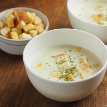 簡単コーンクリームスープ 、 クルトンの作り方