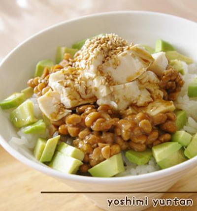 納豆豆腐とアボカドのロコモコ
