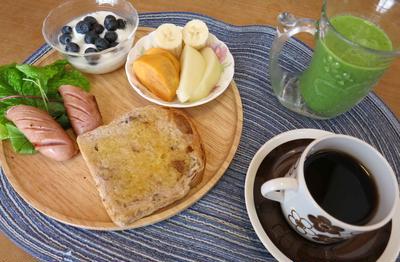 《ブリエ》の胡桃食パンで朝ごパン と 肉うどん&焼きおにの晩ご飯♪