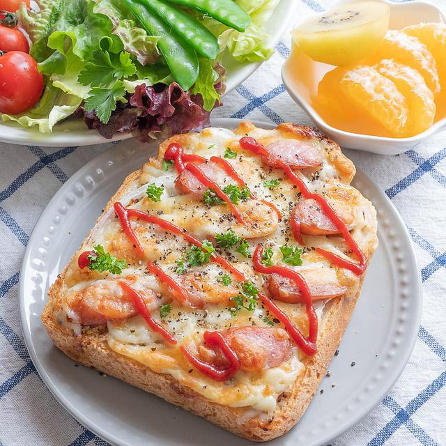 ちょっぴり大人味♪新玉ねぎとウインナーのマスタードチーズトースト(*´艸`*)