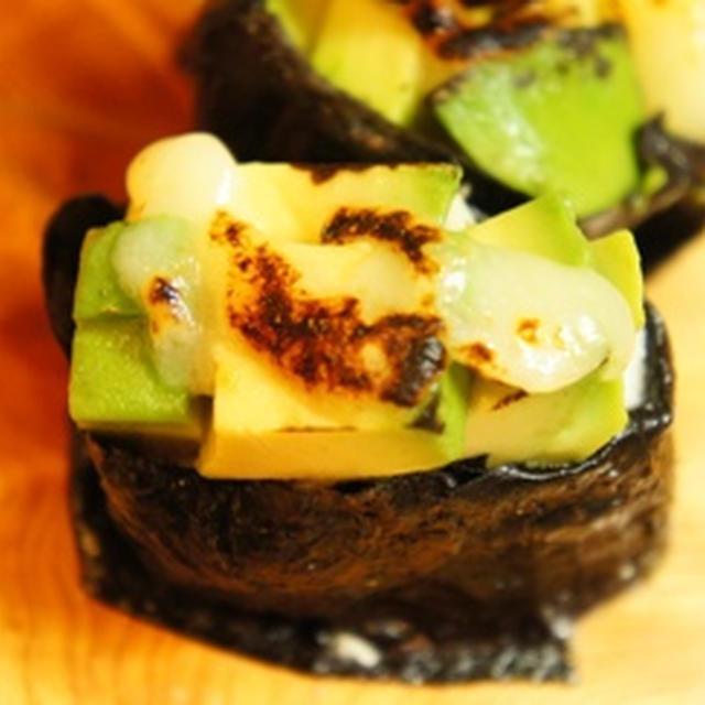 炙りあぼかどとろーり握りと秋鮭と秋野菜のお月見カレー饂飩で手酌酒……