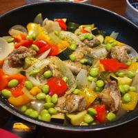 〈ヤマキだし部〉彩りきれい☆冷やしても美味しい♪夏野菜と鶏肉のサッパリ煮♪