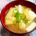 絹ごし豆富と油揚げの味噌汁