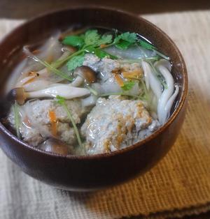 キノコと根野菜の鰯つみれ汁