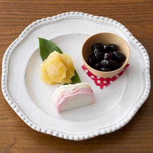お気に入りの白い洋食器も、すがすがしいお正月のテーブルにぴったりな、おせちの器に早変わり。1人分の一...