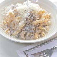 味わい豊かな白いソースがやさしい〜舞茸とリコッタチーズのペンネ。