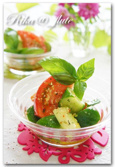 トマトときゅうりとセロリのバジル風味夏サラダ