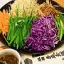 9月19日 火曜日 黒酢だれの彩り千切り野菜の豚しゃぶ鍋