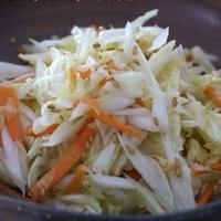 エゴマ油de白ネギとキャベツ、人参の超簡単サラダ♪&プチ餃子弁当~