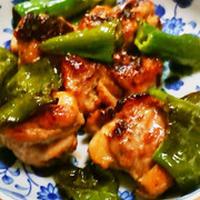 麻辣ジャンの辛味の効いた、鶏焼き。