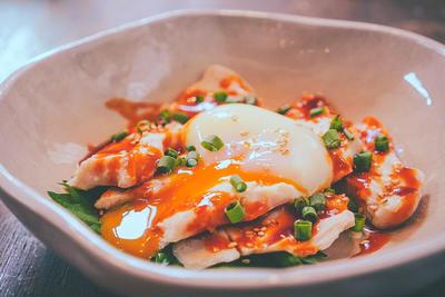 61℃ 同時調理で 水晶鶏の温玉のせ