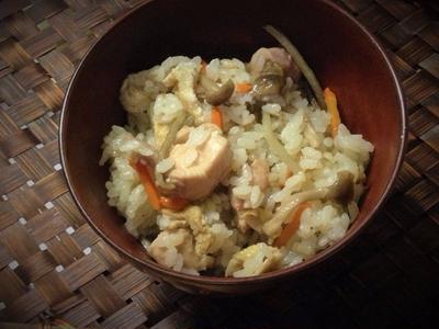 <炒めて炊くだけ。鶏ごぼう炊き込みごはん> 中秋の名月のお月見は越後のえだまめ餅で