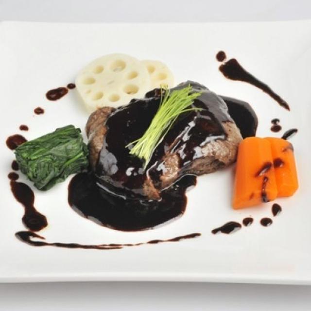 福島牛もも肉のきのこベシャメル包み焼 稲垣 雄太シェフのレシピ