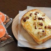 アーモンドチーズトースト