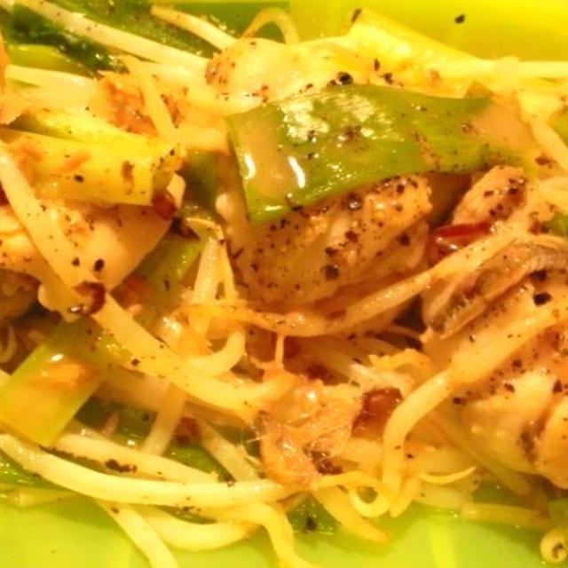 鶏モモ肉と九条葱・もやしのルクエ蒸し・葱塩アンチョビソース