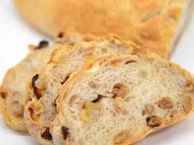 胡桃とラムレーズンの全粒粉パン