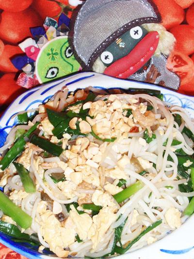 パッタイ風焼き素麺&トマ玉サラダ(お家カフェ)
